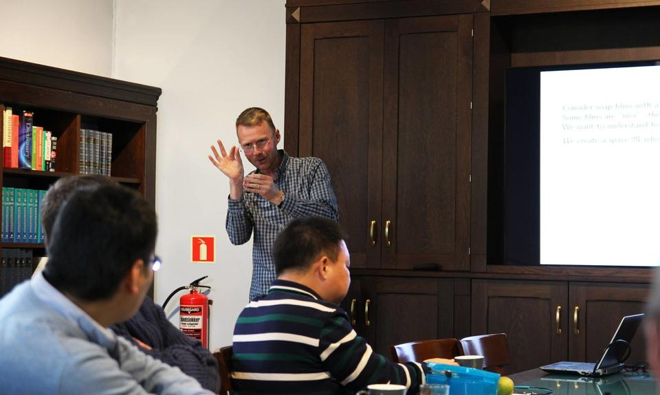 Professor Finnur Larusson explaining his work in pure mathematics at a CAS lunch-time seminar. Photograph: Centre for Advanced Study, CAS Oslo