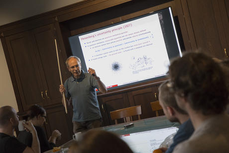 Trygve Ulf Helgaker, professor of theoretical chemistry at the University of Oslo, gives a lecture. Photo: Camilla K. Elmar