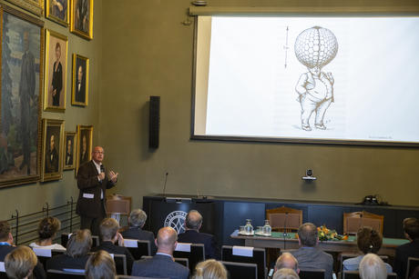 CAS project leader Thomas F. Hansen  explained how difficult it would be for humans to evolve the same level of vision if we had started out with compund eyes like insects. During the CAS opening ceremony 2019/20. Photo: Camilla K. Elmar/CAS