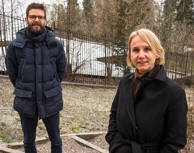 """Johan Christensen and Cathrine Holst outside CAS in Oslo. They will lead the University of Oslo financed project """"Experts in Nordic policy-making – increasingly powerful?"""". Photo: Karoline Kvellestad Isaksen / Centre for Advanced Study (CAS)"""